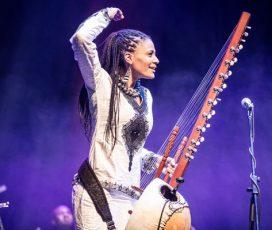 Prima cântăreață la kora din Africa, Sona Jobarteh, concertează sâmbătă, 23 iunie, la Jazz in the Park, în curtea Muzeului de Artă din Cluj