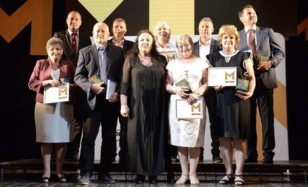 MOL România premiază anual zece profesori și antrenori pentru excelenţă în educaţie