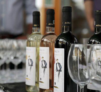 Farmecul unei degustări de vin memorabile