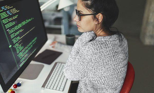 40 de eleve de liceu învață programare la Vodafone România, prin programul Girls in STEM