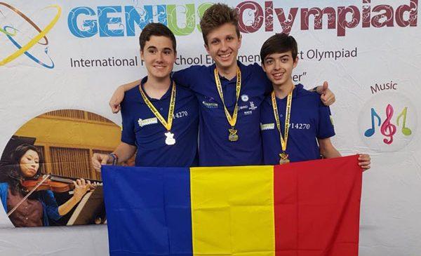Participanți la BRD First Tech Challenge România, 3 liceeni din echipa Quantum Robotics au câștigat medalia de aur la competiția Genius International High School din Oswego, New York