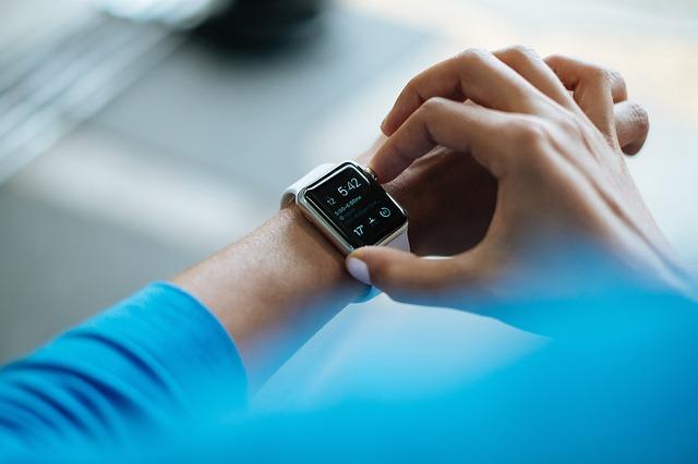 smartwatch - 7 cele mai cumparate produse la reduceri de pret