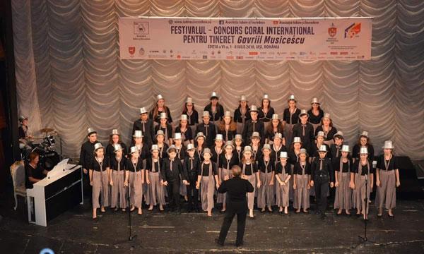 CORUL DE COPII RADIO a fost aplaudat la Oradea, Timișoara și Iași