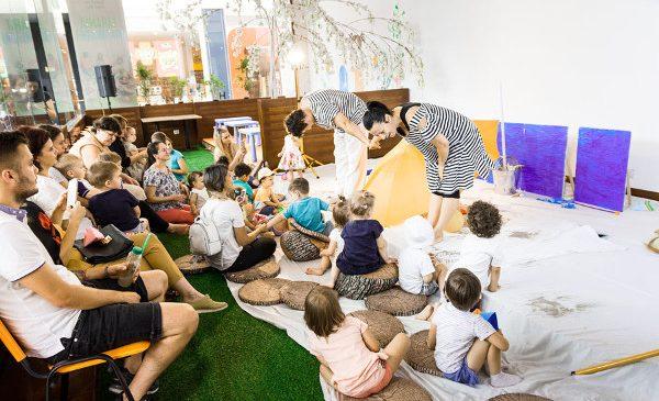 La AFI Ploiești clienții au parte de spectacole de teatru gratuite pentru părinți și copii