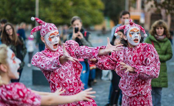 Arta revine în stradă la Cluj