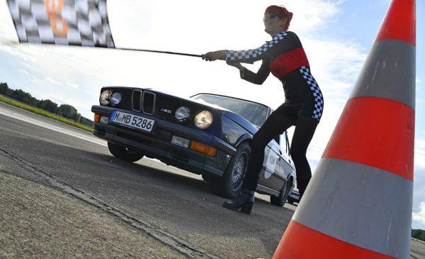 """Modele legendare BMW se aliniază la startul unei competiţii cult – """"Creme 21 youngtimer rally"""""""