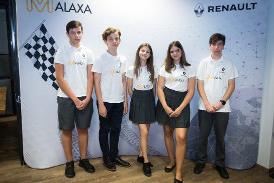 Echipa Malaxa își prezintă prototipul înainte de competiția finală F1 in schools