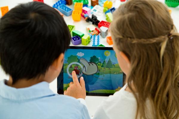 Studiu LEGO familiile care se joacă mai mult sunt mai fericite