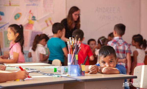 Lidl împreună cu clienții săi donează 270.000 euro către programul național Teach For Romania