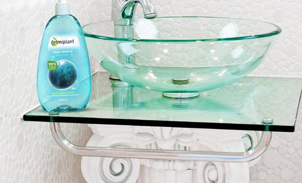 Păstrează-ți mâinile perfect curate și îngrijite cu noua gamă de săpunuri lichide transparente elmiplant