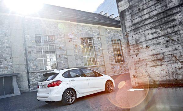 """""""Black Sea Art Festival în Bucureşti"""" electrizat cu modele plug-in hybrid BMW"""