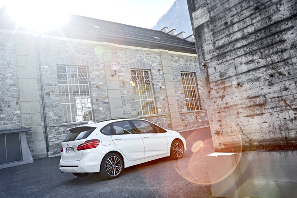 The new BMW 225xe iPerformance