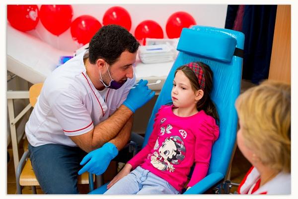 Consultații stomatologice gratuite oferite de Colgate și Crucea Roșie