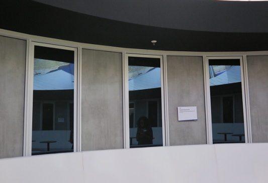 Guardian Glass introduce viitorul umbririi dinamice, prin întunecare completă la o simplă atingere de buton, pentru ferestre și uși