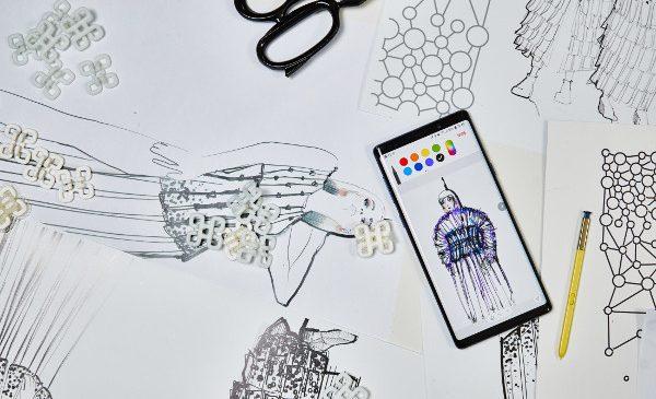 Mobile couture: un designer francez creează prima colecție de modă din lume produsă de un smartphone