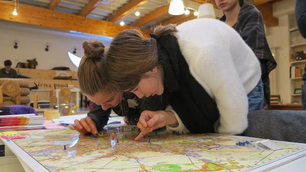 """300 de liceeni vor lua parte la atelierele gratuite De-a arhitectura """"Oraşul şi profesiile mediului construit"""" în parteneriat cu PROEDUS şi UAUIM"""