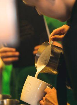 Starbucks deschide a treia cafenea din Piața Unirii, București