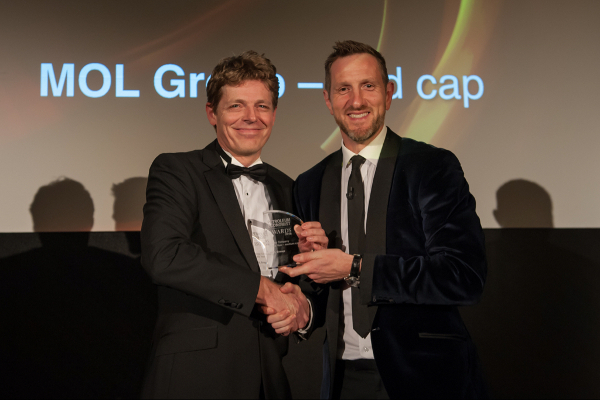 Nico Brunsmann Managing Director MOL UK receiving the award for the best company