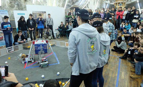 32 de echipe din programul BRD FIRST Tech Challenge Romania participă la meciurile demonstrative de robotică de la Timișoara