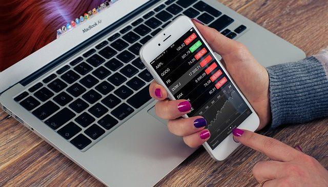 Începuturile și evoluția investițiilor din mediul online