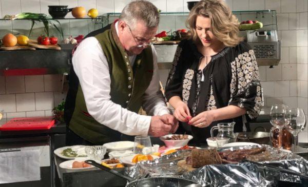 Mamma Mia! Dinescu găteşte urzici botezate în lapte pentru o moldoveancă aprigă