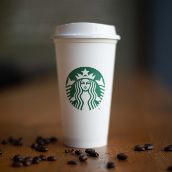 Pahar reutilizabil Starbucks