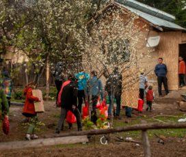 Kaufland România livrează bucurie pentru 400 de persoane din satele izolate de munte, cu ocazia sărbătorilor de Paști