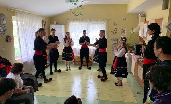 Bucurie de Paşte – acţiuni în Negru Vodă şi Oituz realizate de Asociaţia United Hands Romania