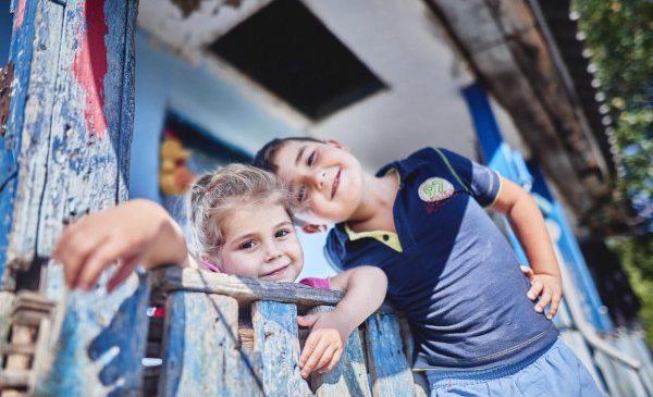 Cum poţi să ajuţi copiii vulnerabili, de Paşti: Donează seturi de igienă pentru aproape 1800 de copii, alături de Fundaţia World Vision România