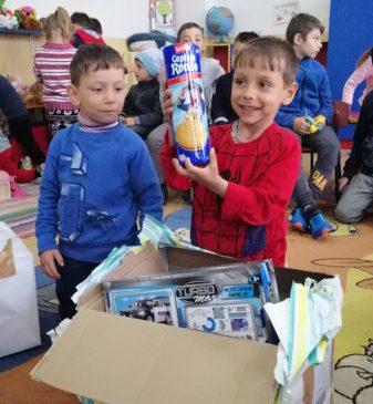 """Prin campania """"Schimbă o viață"""", 542 de beneficiari din București și din 20 de județe ale țării au primit """"Bucurie la cutie"""" de Paște"""