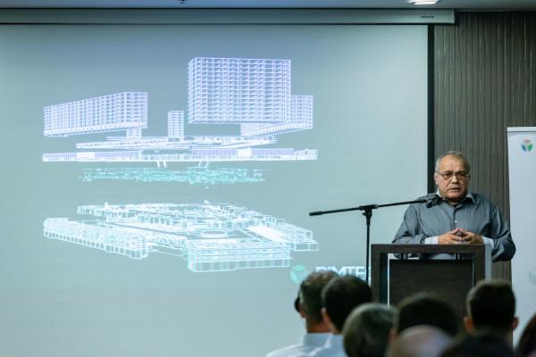 Constantin Vânău, cofondator BIMTECH prezentând Centrul Comercial Obor