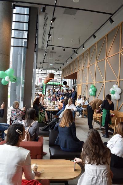Deschidere Starbucks The Mark