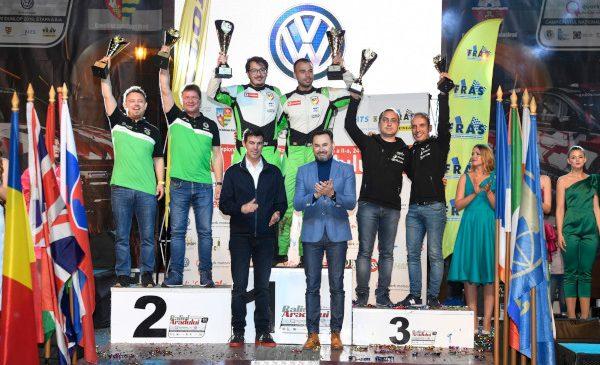 Zeci de mii de oameni s-au bucurat de spectacolul oferit de Raliul Aradului, câștigat de Simone Tempestini