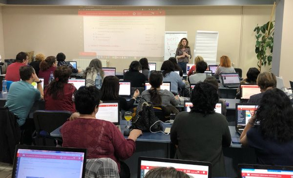 """""""Școala din valiză"""" furnizează o platformă educațională digitală pentru școlile din mediul rural"""