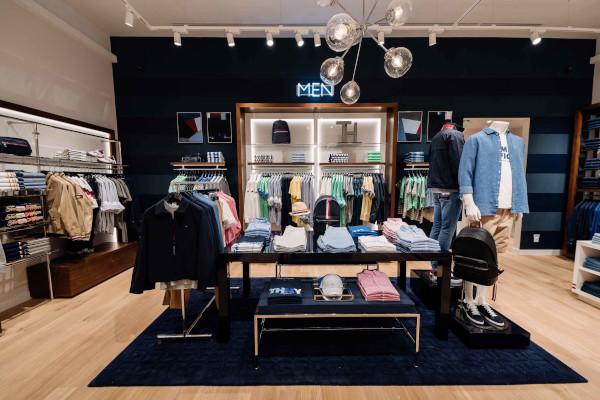 Tommy Hilfiger renoveaza magazinul din Iulius Mall, Cluj