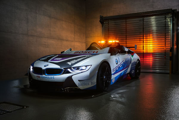 lansare BMW i8 Roadster Safety Car
