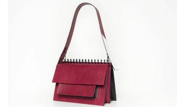 "Brandul românesc ATRIBUT nominalizat la ""Independent Handbag Designer Awards"", New York"