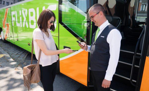 Apple Pay este acum disponibil pentru clienții FlixBus din România