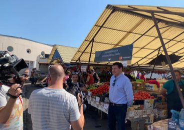 Mastercard face posibilă plata cu cardul la producătorii agricoli din Piața Cibin din Sibiu