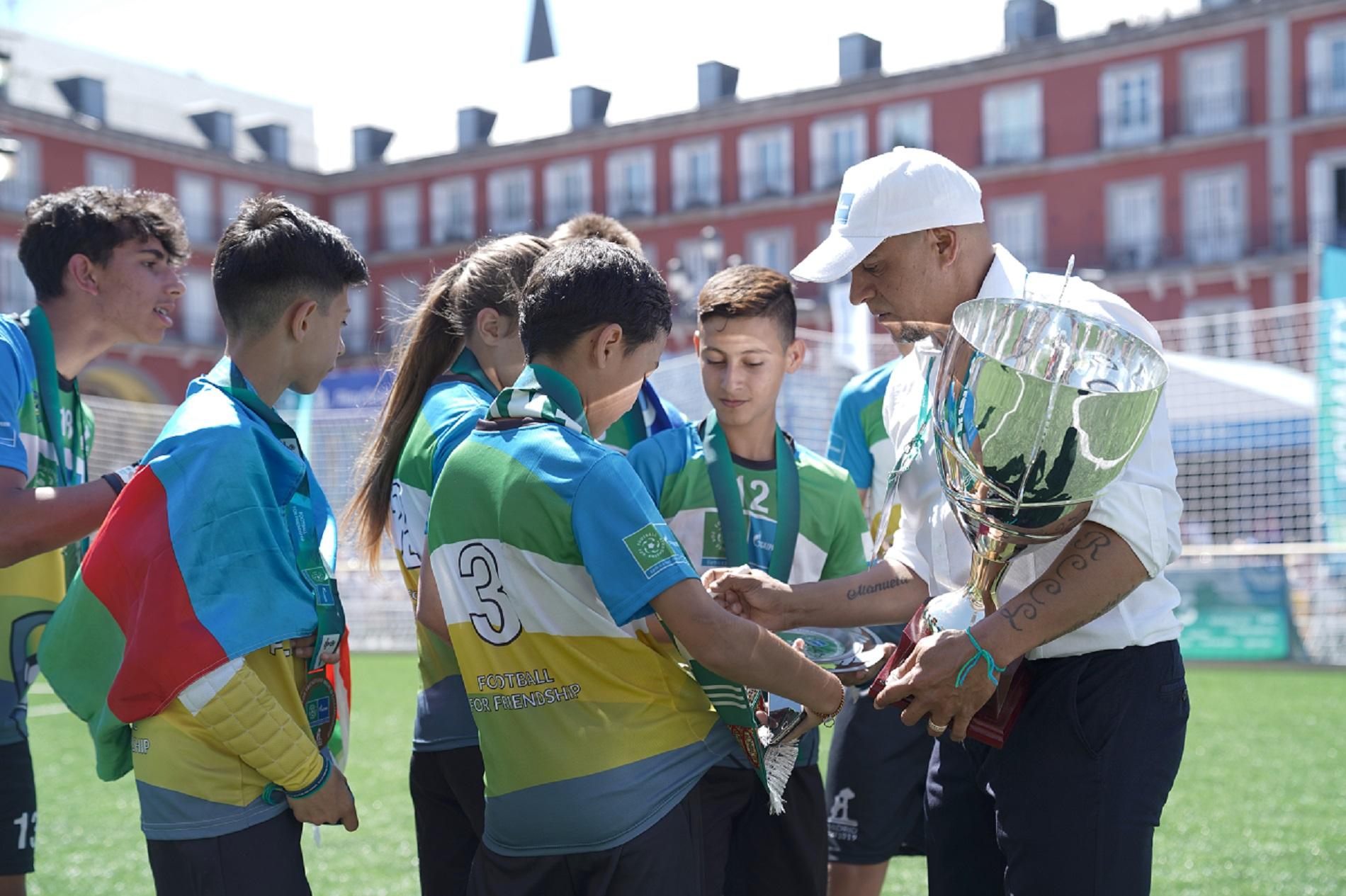 Roberto Carlos, Fotbal pentru Prietenie