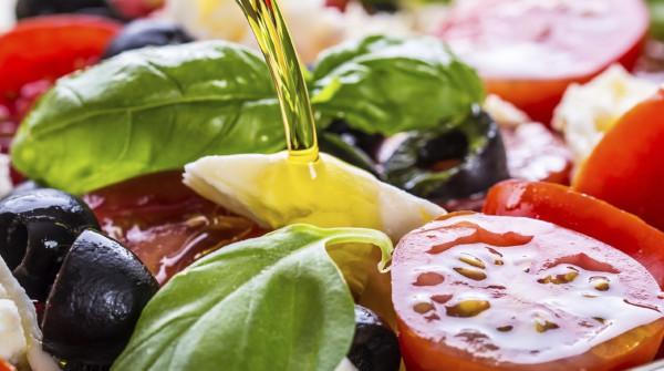 Uleiul de măsline extra-virgin – secretul dietei mediteraneene