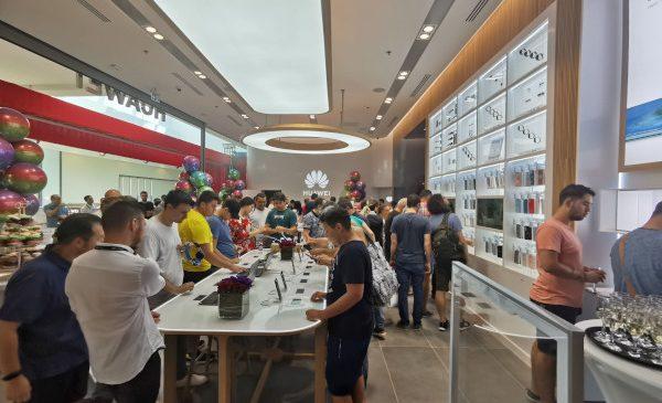 Huawei a deschis primul Huawei Experience Store din România