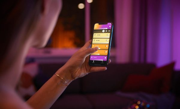 Creează ambianța perfectă în camera ta cu noul Philips Hue cu Bluetooth