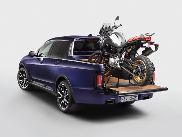 The BMW X7 Pickup with the BMW F 850 GS