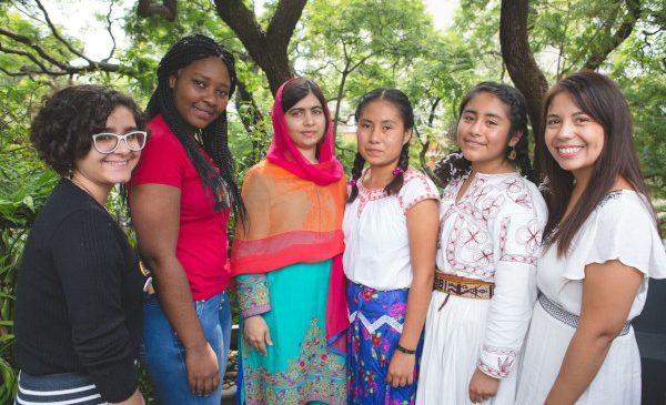 Fundația Avon donează 100.000 de dolari către Fondul Malala pentru a promova educația pentru fete, în Brazilia