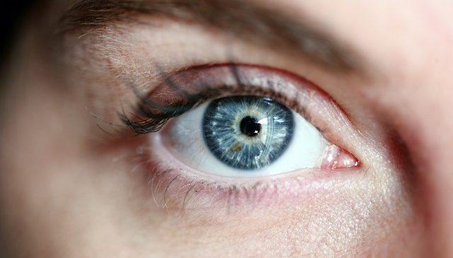 Cum folosim lentilele de contact in cazul in care purtam ochelari de soare? Sfaturi pretioase pentru iubitorii de ochelari de soare
