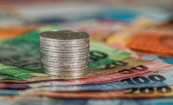 39% dintre români se așteaptă să economisească mai puțin în 2019 față de 2018