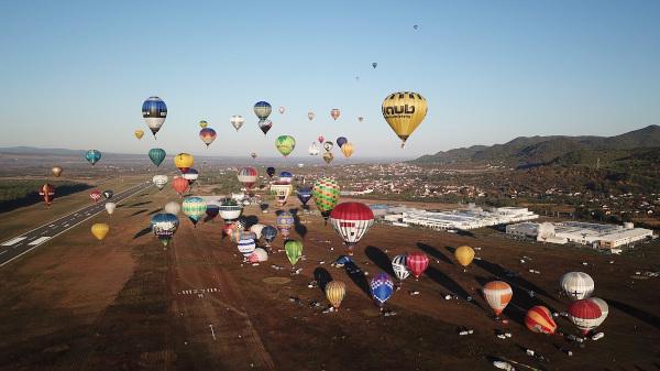 100 de baloane pentru Romania