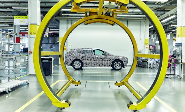 Uzina-pilot a BMW Group a început construcţia prototipurilor BMW iNEXT