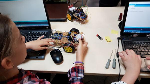 Atelierele CoderDojo București continuă cu a şaptea editie. O nouă generație de copii dobândesc competenţe digitale